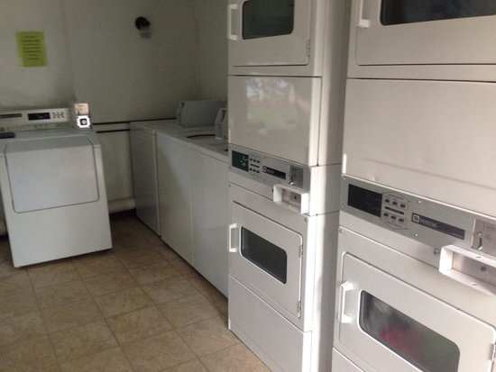 Riverview RV Park: Laundry