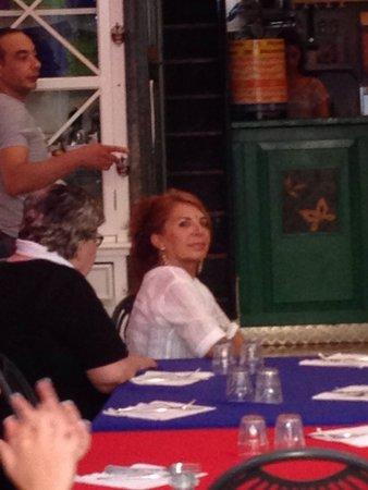 Osteria Ago e Rita: Rita. Attenta ai suoi clienti...