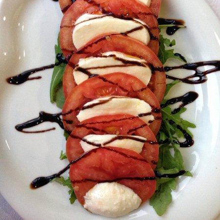 tomato, mozzarella and arugula salad - Foto van S Martino Restaurant ...