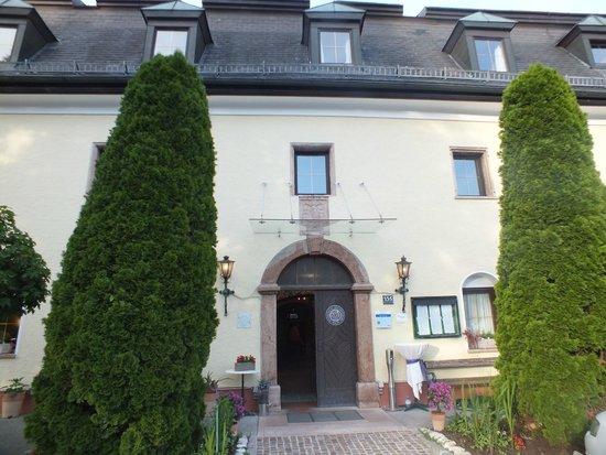 Hotel Restaurant Kaiserhof: the enterance