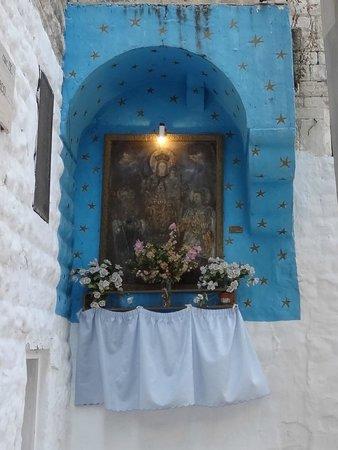 Palace Hotel: Bari, un'edicola di culto nella città vecchia