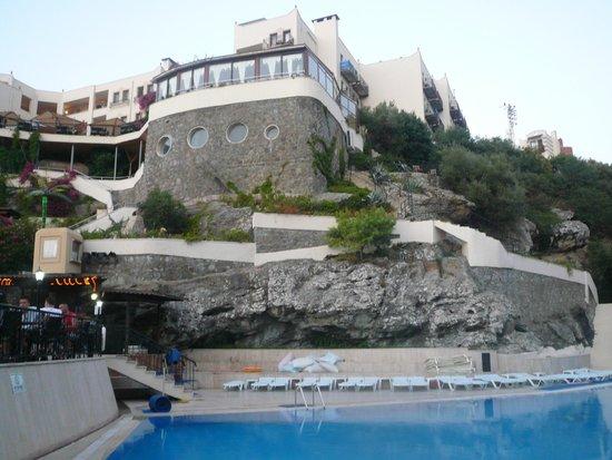 Golden Age Crystal Bodrum: Вид на отель из нижнего бассейна