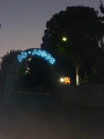 Arolithos Traditional Cretan Village: entrée du domaine