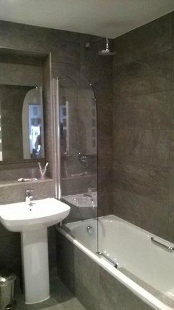 BEST WESTERN Rose & Crown Colchester: Bathroom