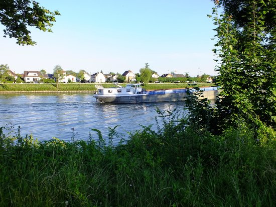 Camping Sandaya International de Maisons-Laffitte: river seine, next to site