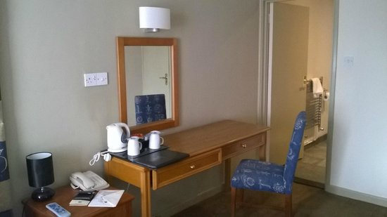 BEST WESTERN Rose & Crown Colchester: Desk