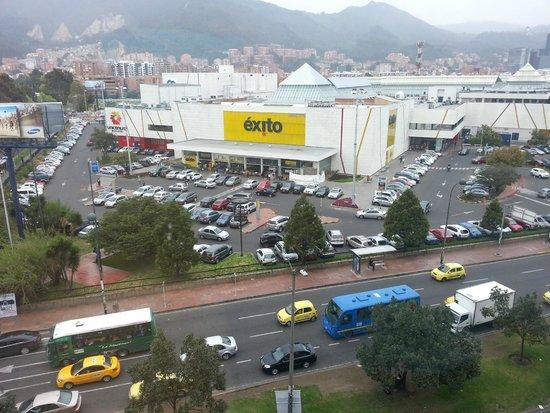 Sonesta Hotel Bogota: Vista hacia la avenida 15