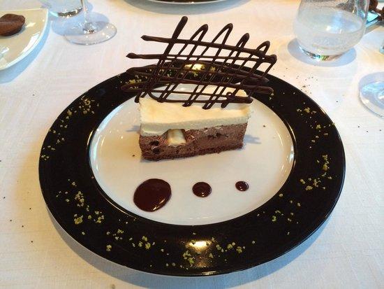 """Hostellerie de la tour d'Auxois : Dessert aux trois chocolats """"succulent """""""