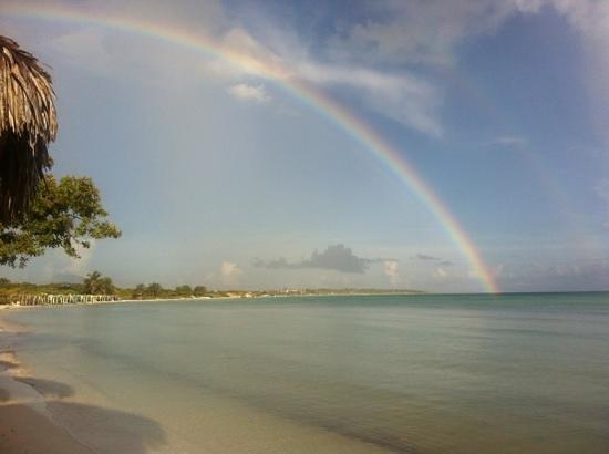 Sol Cayo Coco: rainbow on the beach
