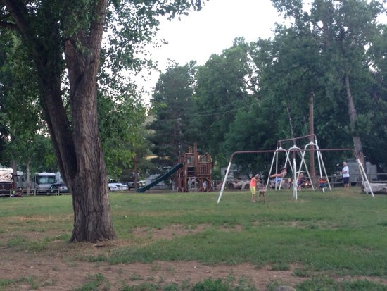 Cruise Inn - Riverview RV Park: Playground equipment