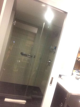 Aloft San Francisco Airport: Shower