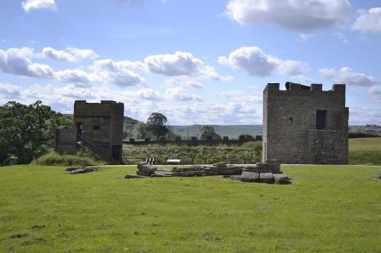 Vindolanda: life scale model of the wall