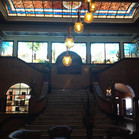 Gadsden Hotel: Marble staircase and Tiffany stained glass