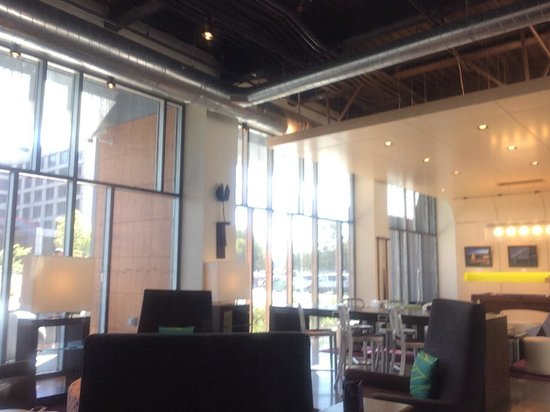 Aloft San Francisco Airport: Lobby area