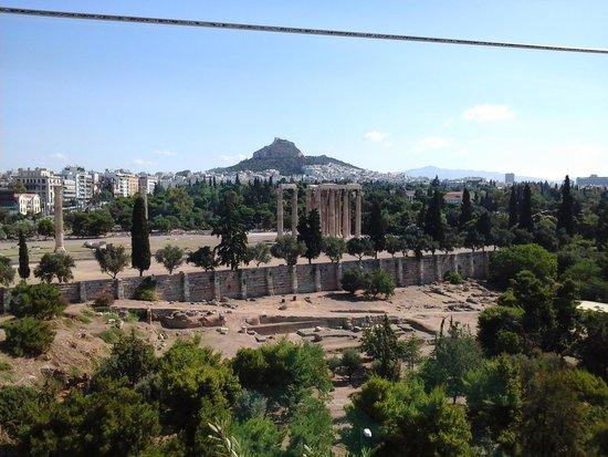 Royal Olympic: Templo de Zeus visto do Hotel
