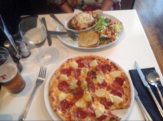 Cucina Ristorante: Lasagna and Hawai pizza