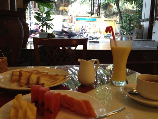 Hanoi Charming 2 Hotel: All you can eat breakfast