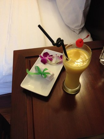 Hanoi Charming 2 Hotel: Cool towel and welcome drink. So nice.