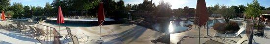 Yelloh! Village Le Soleil Vivarais : Panoramique de la piscine quartier jardins