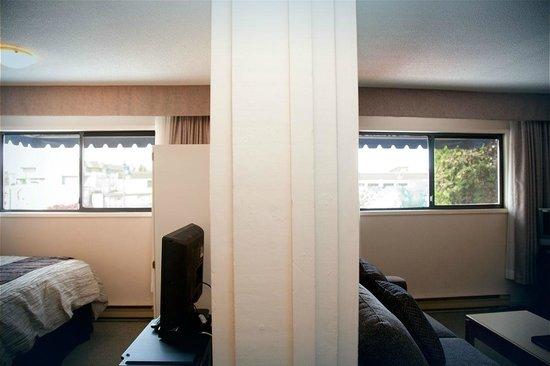 Sidney Waterfront Inn & Suites: Townside suite