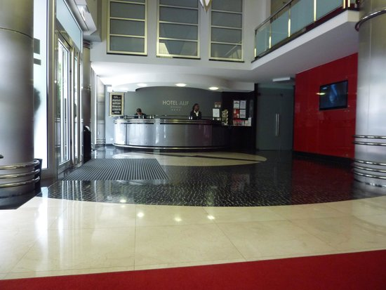 Hotel Alif Avenidas: Reception