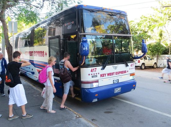 The Overseas Highway : Tour bus to Key West