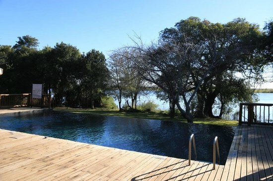 Cresta Mowana Safari Resort and Spa: Pool vom Spa der Lodge