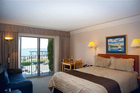 Sidney Waterfront Inn & Suites: Ocean view room