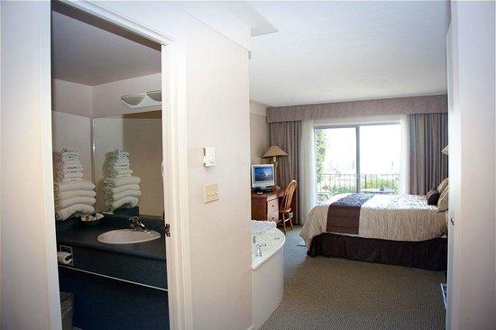 Sidney Waterfront Inn & Suites: Ocean view suite