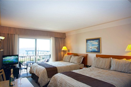 Sidney Waterfront Inn & Suites: Ocean view room