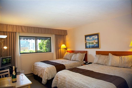 Sidney Waterfront Inn & Suites: Townside room