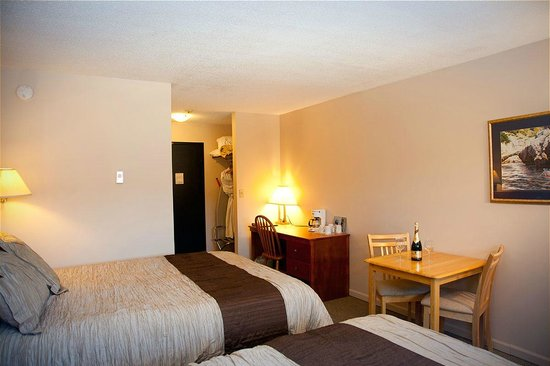 Sidney Waterfront Inn & Suites: Room