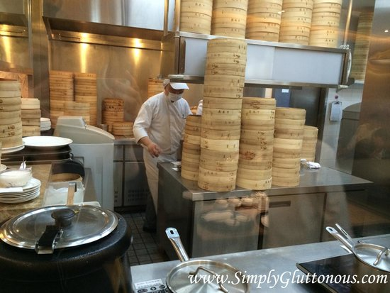 Din Tai Fung (Super Brand Mall): Soup dumpling station