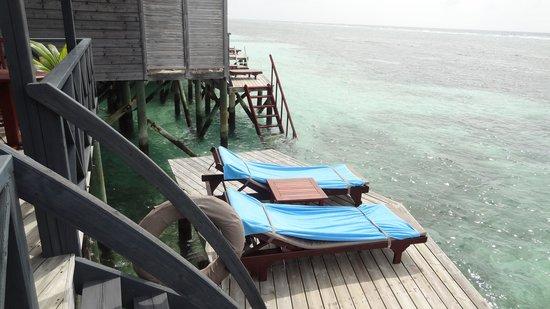 Kuredu Island Resort & Spa: sun area in the villa