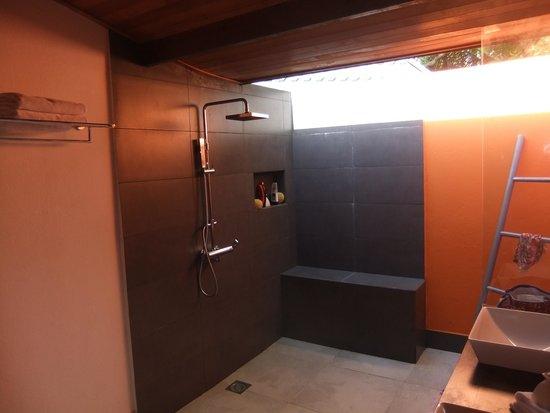 Meeru Island Resort & Spa : beach villa 407 bathroom