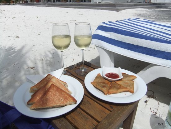 Meeru Island Resort & Spa : snack of the day,sandwiches and wine