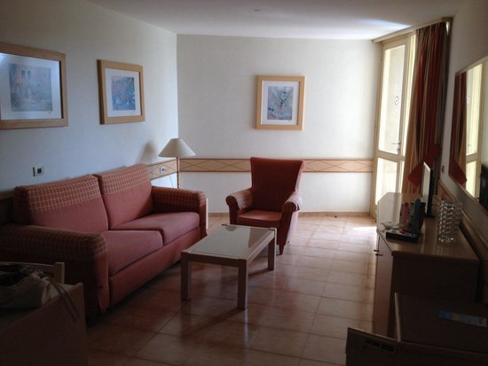 Alborada Beach Club: Decent living area