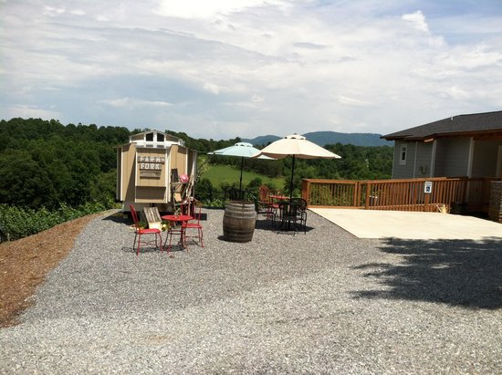 Farm to Fork Eatery : Views, Wine, Lunch