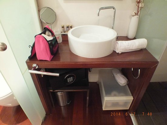 Ca La Maria: open bathroom with no door