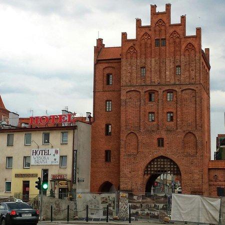 """Hotel Wysoka Brama: Так выглядит отель """"снаружи"""". Если идти пешком от главного вокзала."""