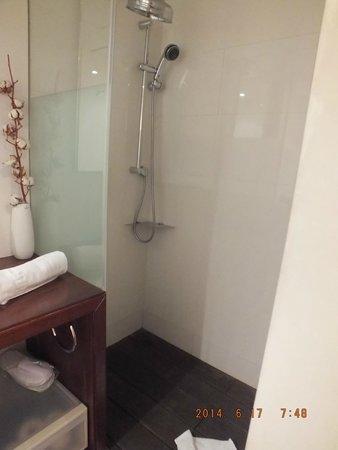 Ca La Maria: shower