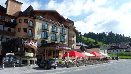 Alpenhotel Tauernkoenig: Hotel en terras
