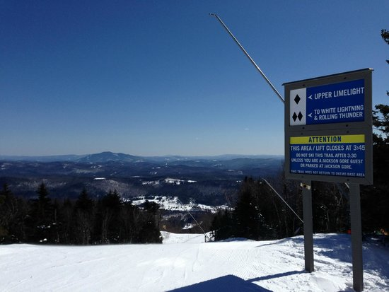 Inn at Water's Edge: Convenient two-minute or so drive to Okemo