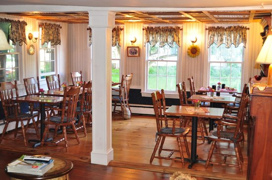 Chester House Inn: Cozy dining area