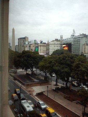 Salles Hotel : Vista do apartamento com o obelisco