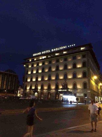 Grand Hotel Baglioni Firenze : Il grandioso hotel di sera