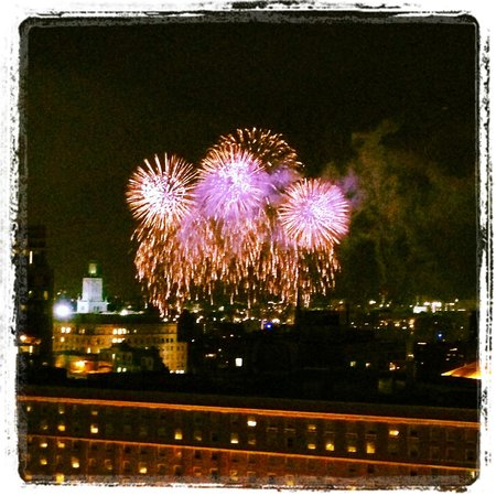 Revere Hotel Boston Common : Fourth of July fireworks from our perfect room!