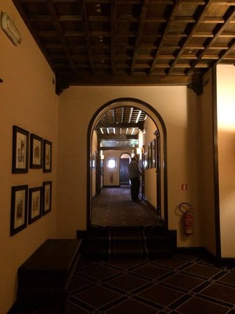 Grand Hotel Baglioni Firenze: Uno dei corridoi-labirinto dell'hotel