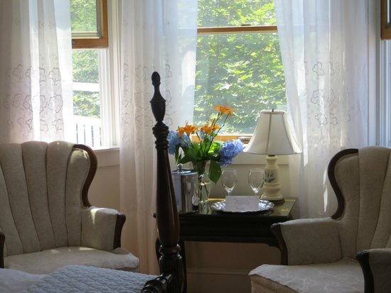 Atlantic Ark Inn: Flowers in every room