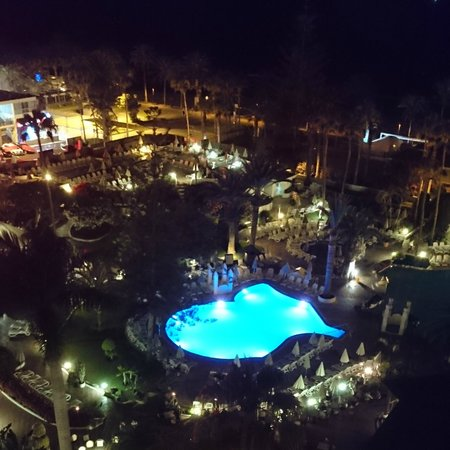 H10 Las Palmeras: view from balcony at night